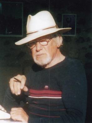 """Hans Bergel arbeitet in Italien am Roman """"Die Wiederkehr der Wölfe"""", 2001"""