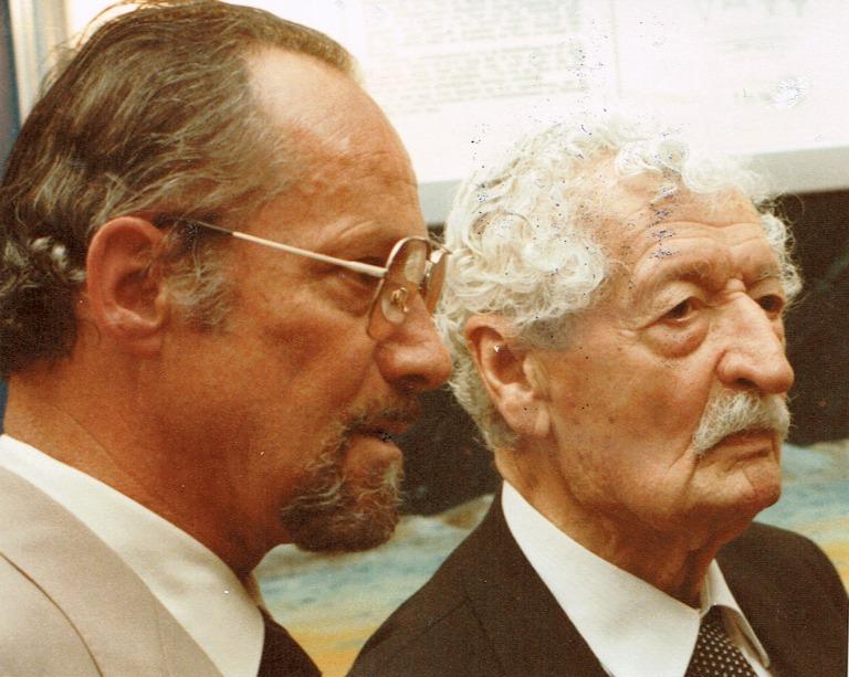 """Hermann Oberth, der """"Vater der Raumfahrt"""" (rechts) und Hans Bergel, 1984"""